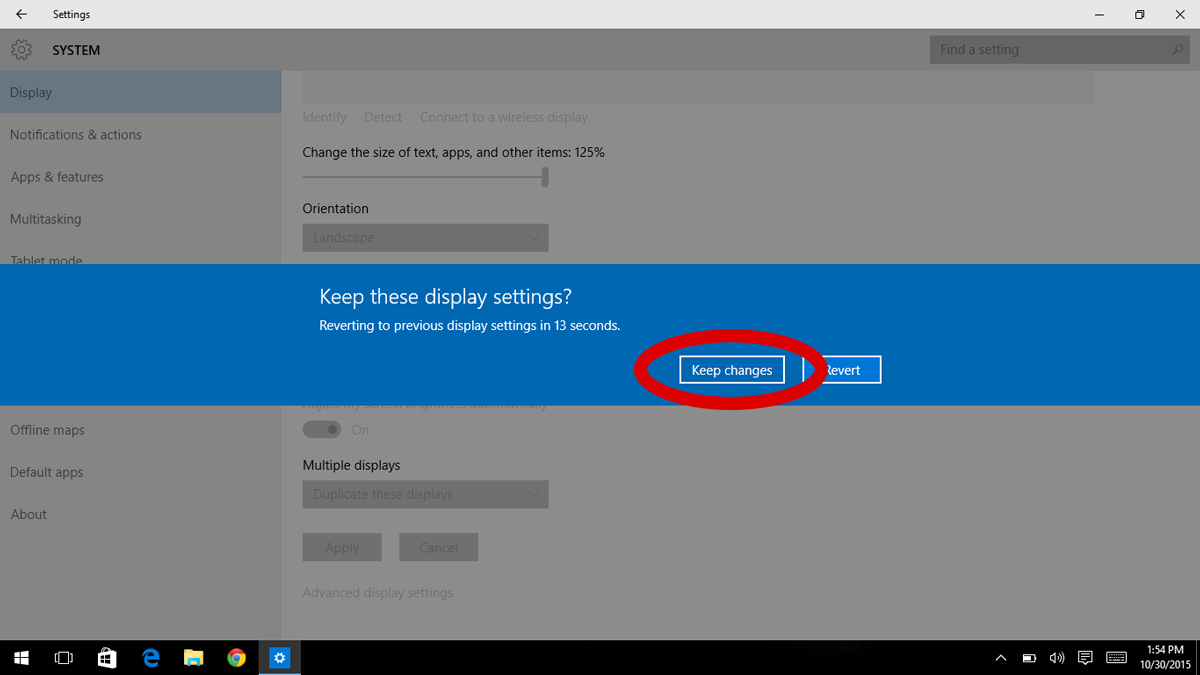 Windows 10 screenshot showing the prompt to keep new display settings
