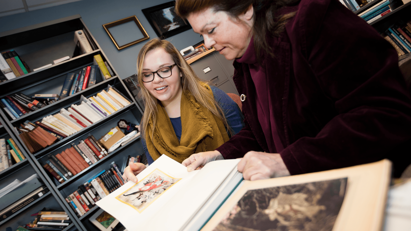 Laura White works with an undergraduate researcher