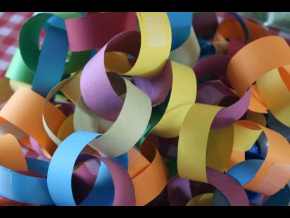 Links of colorful paper rings